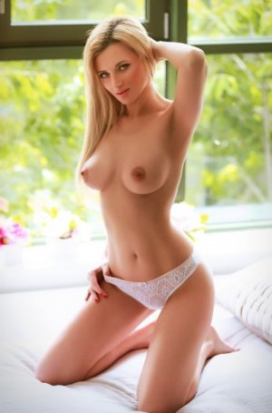 Ameli erotic massage