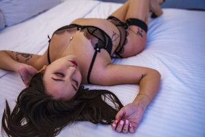 Lyly-rose tantra massage