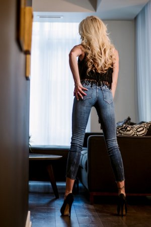 Kamilla happy ending massage