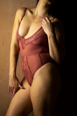 Lizzy nuru massage in Davenport